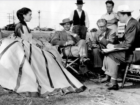 Vivien-Leigh-Clark-Gable-and-director-Victor-Fleming-on-the-set-of-Gone-With-The-Wind-1939