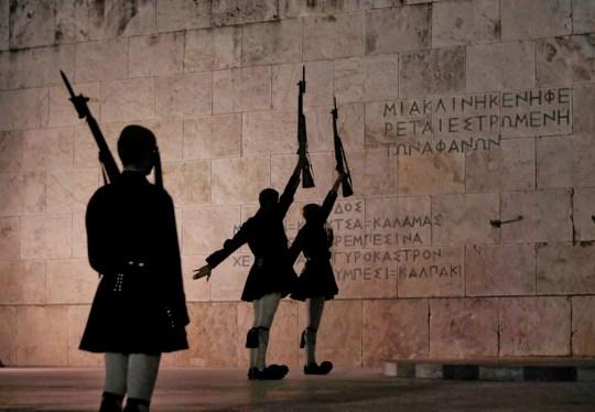 EVZONES, TSOLIADES, ΕΥΖΩΝΕΣ, ΠΡΟΕΔΡΙΚΗ ΦΡΟΥΡΑ, ΕΝΔΥΜΑΣΙΑ, ΤΟ BLOG ΤΟΥ ΝΙΚΟΥ ΜΟΥΡΑΤΙΔΗ, nikosonline.gr, Nikos On Line