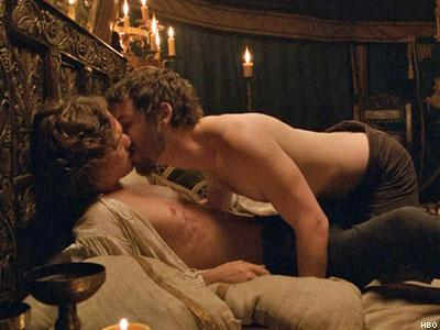 Gethin-Anthony-and-Finn-Jones-in-Game-of-Thrones-x400