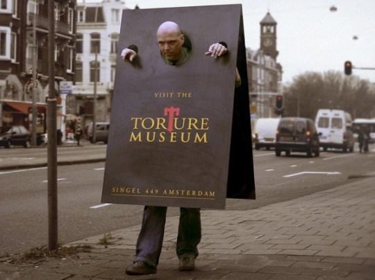 Ένα μουσείο βασανισμού, θα  πρέπει να έχει και την ανάλογη  διαφήμιση!
