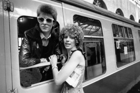 9th July 1973: Pop singer David Bowie is seen off at the station by his wife Angie. (Photo by Smith/Express/Getty Images)