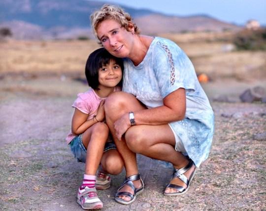 Η 7χρονη Γιοάνα από τη Συρία και η 54χρονη Μονίκ από την Ολλανδία