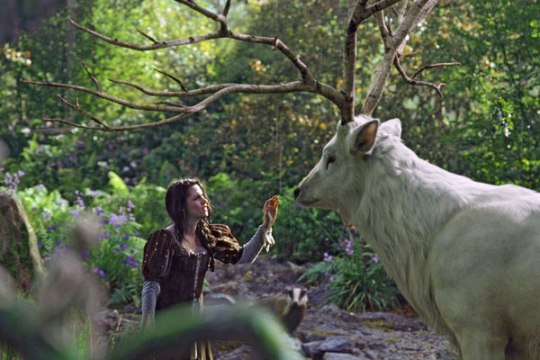 snow-white-huntsman_1
