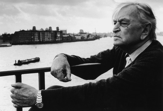 English film director and producer Sir David Lean (1908 - 1991) looks out over the Thames from a balcony at his home in Limehouse, London, circa 1985. (Photo by Jill Kennington/Hulton Archive/Getty Images)