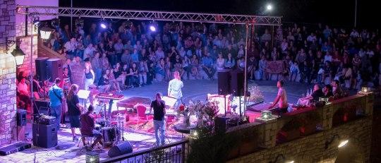 KAZARMA MUSIC FESTIVAL, ΞΕΝΟΔΟΧΕΙΟ KAZARMA, KAZARMA LAKE RESORT & SPA, ΜΟΥΣΙΚΗ, ΦΕΣΤΙΒΑΛ, ΝΕΑ ΤΑΛΕΝΤΑ, ΜΟΥΡΑΤΙΔΗΣ, nikowonline.gr,