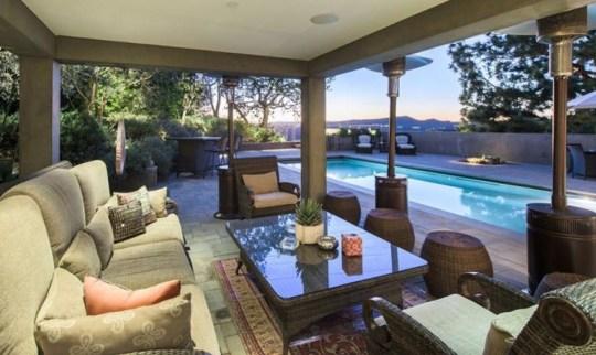 Jane Fonda, Beverly Hills, Los Angeles, Carla Ridge, Richard Perry, Home for sale, ΤΖΕΙΝ ΦΟΝΤΑ, ΣΠΙΤΙ, ΠΩΛΗΣΗ, nikosonline.gr