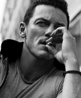 Luke Evans, gay, ΛΙΟΥΚ ΕΒΑΝΣ, ΗΘΟΠΟΙΟΣ, HOLLYWOOD, DRACULA, HOBBIT, nikosonline.gr