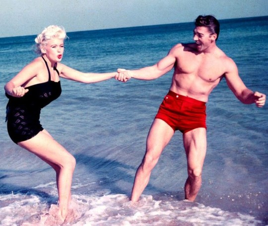 VINTAGE HOLLYWOOD, CELEBRITIES, BEACH, SUMMER, DIASIMOI, PARALIES, nikosonline.gr