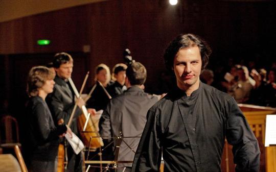 Θεόδωρος Κουρεντζής, superstar, Ρωσία, Διευθυντής ορχήστρας, Theodoros Kourentzis, Russia, music, maestro, μαέστρος, Κατερίνα Ευαγγελάτου, nikosonline.gr