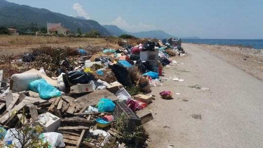 Λαός βρωμιάρηδων, σκουπίδια, παραλίες, Ελλάδα, Ellinikes paralies, skoupidia, trash, Greek beaches, nikosonline.gr