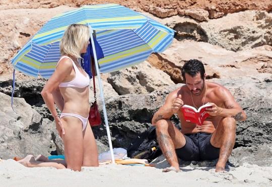 20 χρόνια μικρότερος της, Robin Wright, σύζυγος, Capri, paparazzi, photoshop, μπικίνι, Clement Giraudet, nikosonline.gr