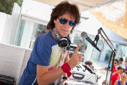 Έκανε το χόμπι του δουλειά, ΜΙΧΑΛΗΣ ΤΣΑΟΥΣΟΠΟΥΛΟΣ, MICHALIS TSAOUSOPOULOS, Athens DeeJay, RADIO, ΡΑΔΙΟΦΩΝΟ, nikosonline.gr