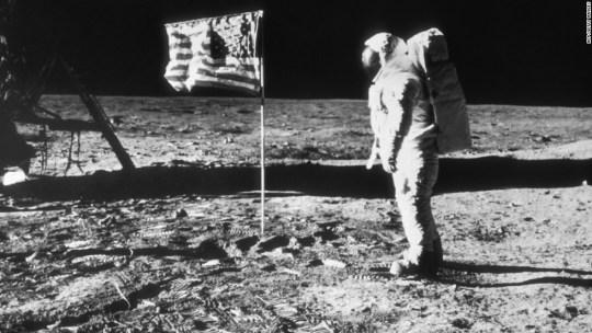 Η ταυτότητα της ημέρας, Νηλ Άρμστρονγκ, Neil Armstrong- Moon, ΤΟ BLOG ΤΟΥ ΝΙΚΟΥ ΜΟΥΡΑΤΙΔΗ, nikosonline.gr