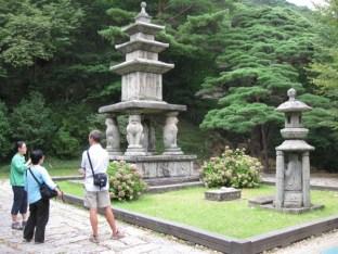 Yongi und seine Mutter, samt Besuchern