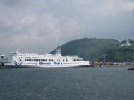 Die Queen Mary im Hafen von Jejusi