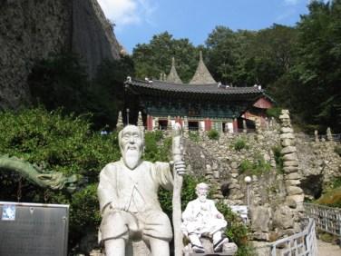 Yi Kapmyong mit seinem Werk
