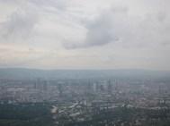 Frankfurt in bleiernem Grau
