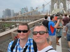 wir auf der Brooklyn Bridge...