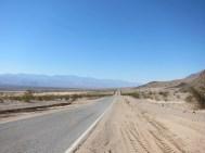 auch im Death Valley geht es geradeaus