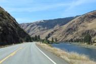 am Salmon River entlang