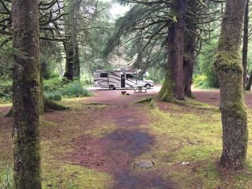 Steht ein Wohnmobil im Wald...