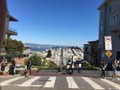 Blick über die Lombard Street zum Coit Tower