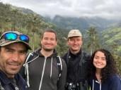 Gruppenfoto unter Palmen