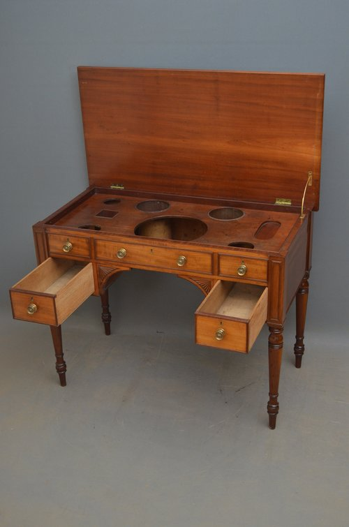Fine Regency Mahogany Writing Table