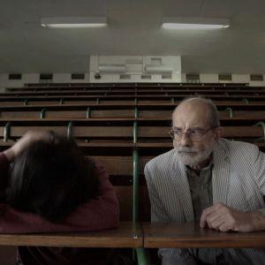 Felice Farina e Nicholas di Valerio all'università nel film documentazio Conversazioni Atomiche
