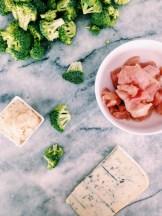Kaassaus met broccoli en kalkoenfilet