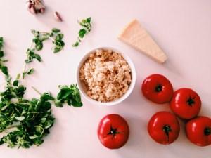 Gevulde tomaten met risotto-parmezaancréme