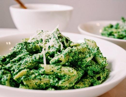 Penne met spinazie-amandelpesto