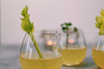 Appelcocktail met bleekselderij, munt & prosseco