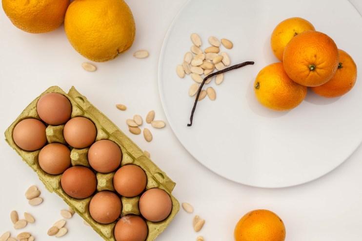 Meringuetaart met mascarponecrème en gekonfijte sinaasappel