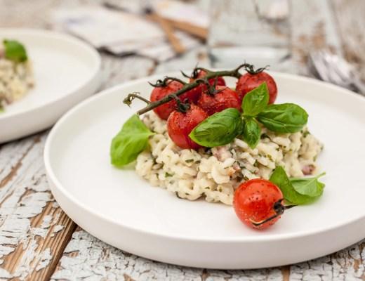 Risotto met basilicum, spekjes en geroosterde tomaatjes
