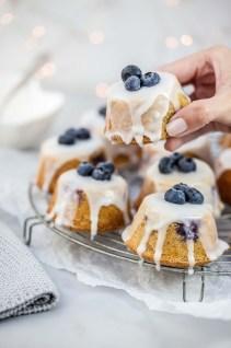 Teacakes met citroen, blauwe bessen & amandelen