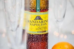 Champagne cocktail met sinaasappelsiroop & mandarijnlikeur