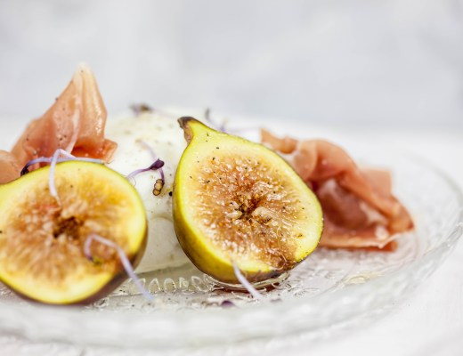 Buffelmozzarella met vijgen, seranoham & honing