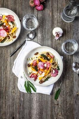 Bucatini met choggia biet, pompoenlinten & gorgonzolasa