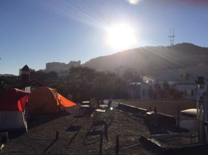 Telt camping på taget i Sunset