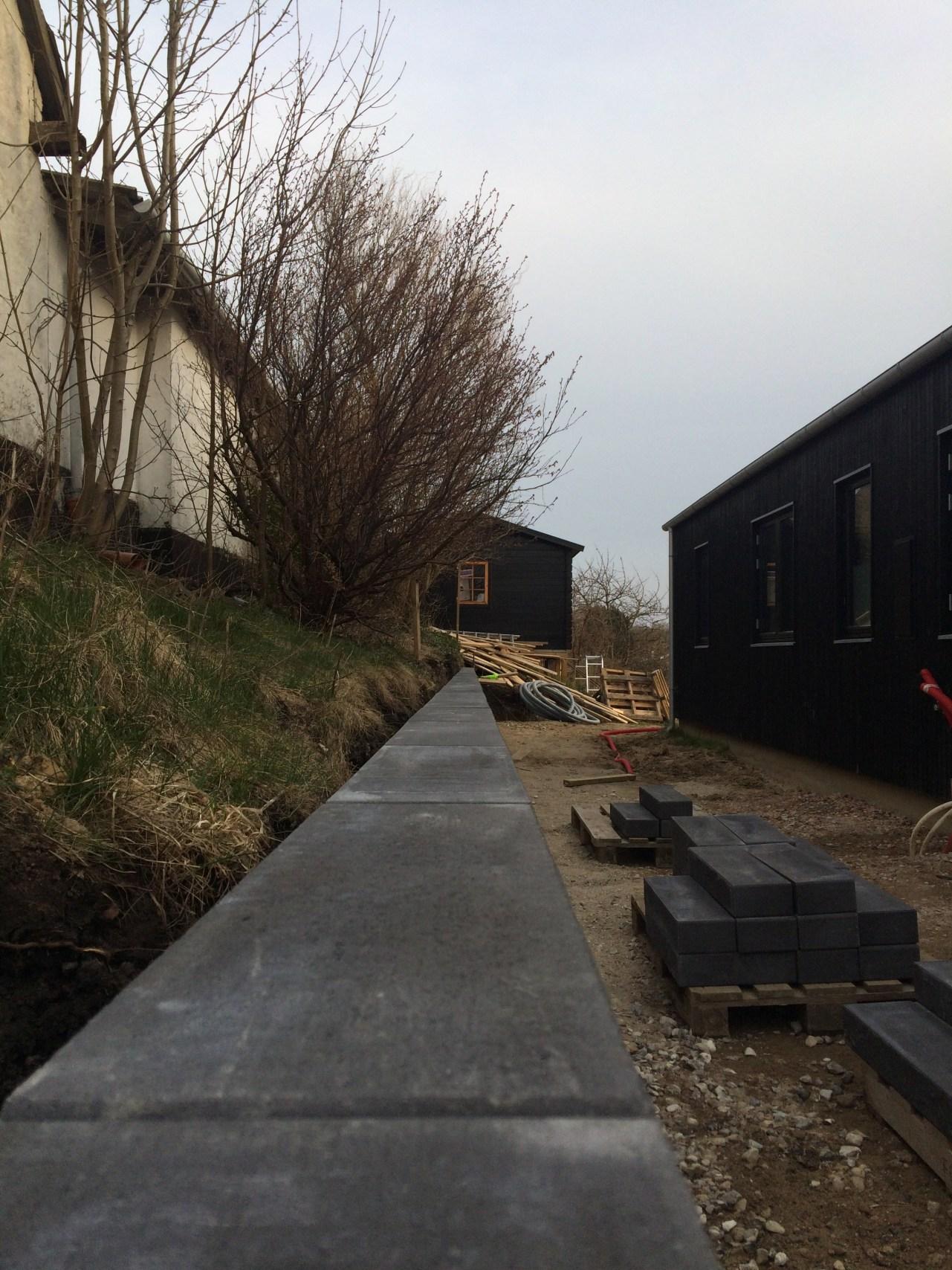 Nina Marquardsen Haveprojekt del 4 - støttemur