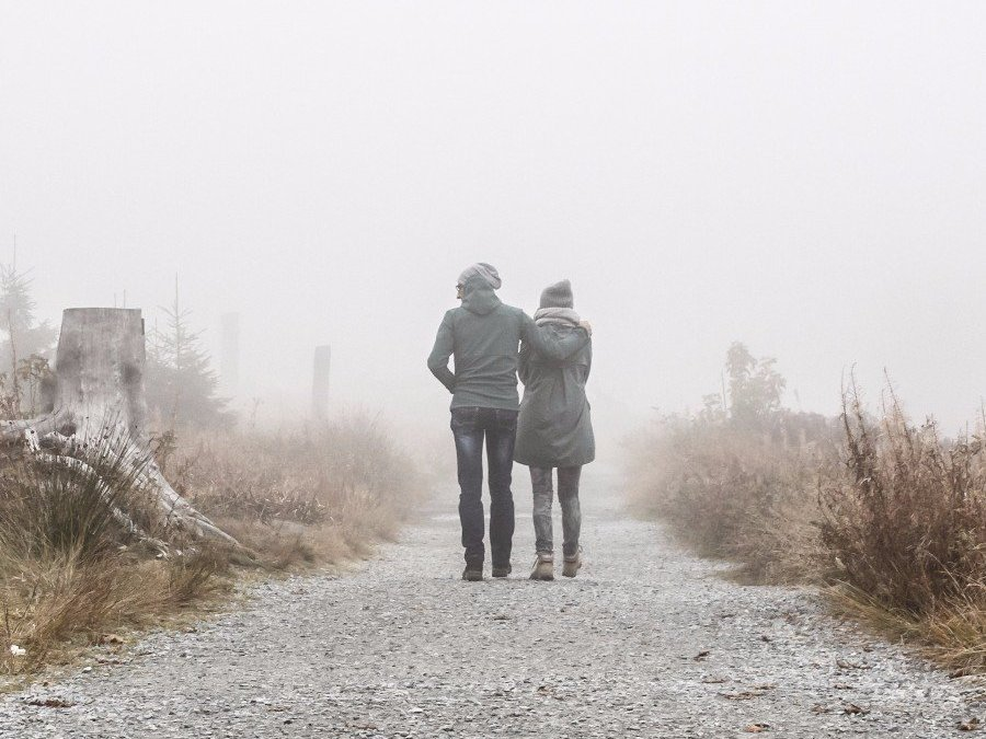dating a guy who is pulling away