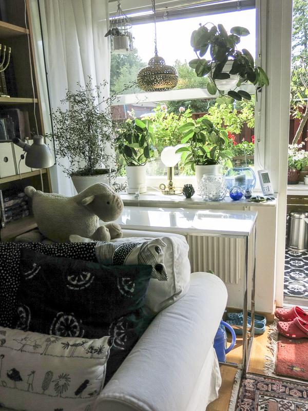 sideboard, livingroomwindow