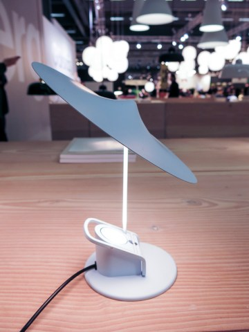 Small table lamp. Want that one…