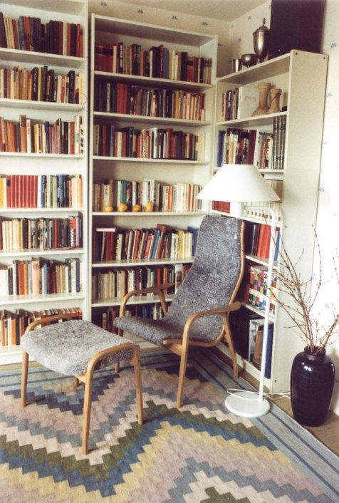 The livingroom. Our Lamino chair and palett.