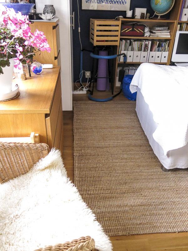 bedroom, carpet