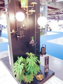 Really useful lamps/lights/plantstand in one.