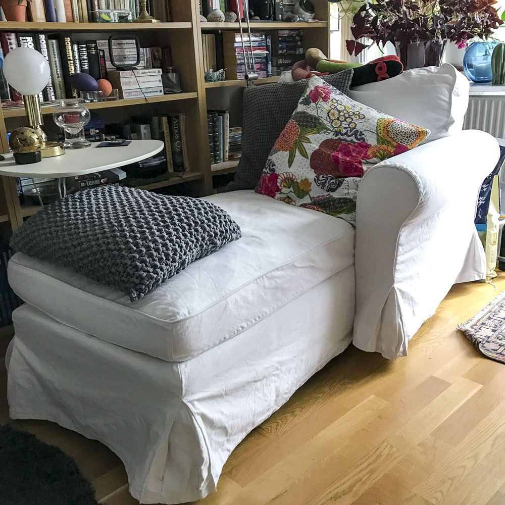 summer whites, chaiselongue