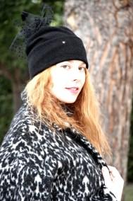 bonnet-noir-plume-ninou-laroze-clermont-fd