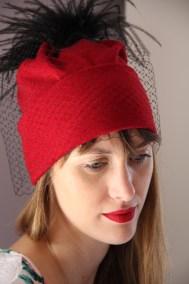 bonnet-rouge-plume-voilette-ninou-laroze-clermont